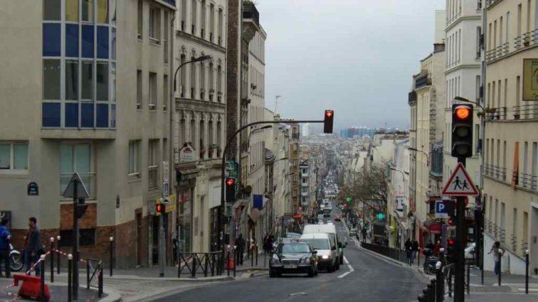 Париж тонет! Масштабные ливни затопили улицы и даже метро!