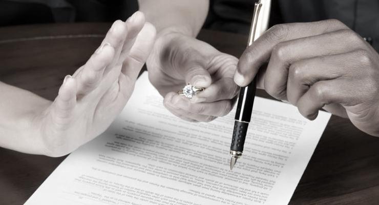 «Завязал отношения на стороне?»: скандально известный певец разводиться с молодой женой