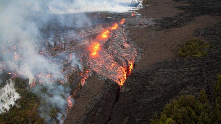 «Из-за трещины в вулкане»: стихийное бедствие начало поглощать дома жителей