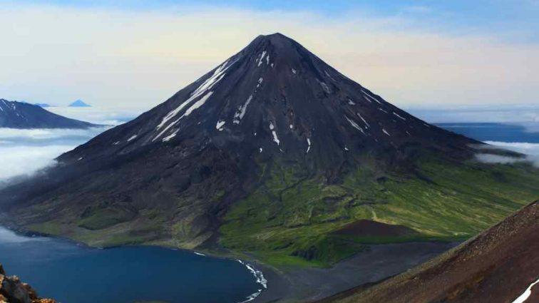 «Перелеты могут отменить»: На Аляске просыпается вулкан