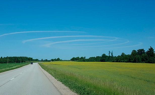 Жители Латвии в недоумении: таинственные круги в небе