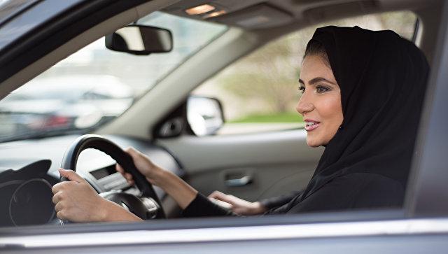 «Еще один шаг вперед!»: в Саудовской Аравии женщинам разрешили водить автомобиль