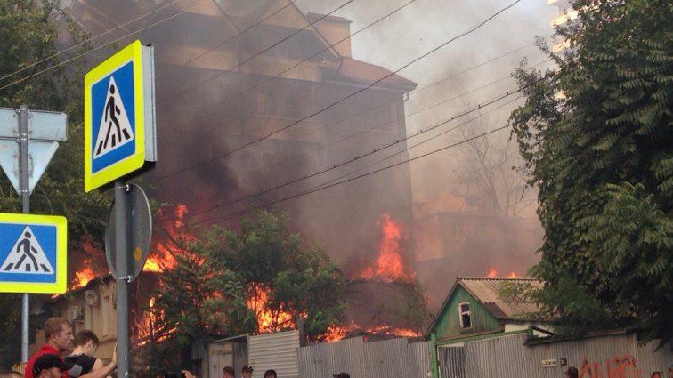 Страшный пожар под Ростовом: погибли дети и беременная женщина