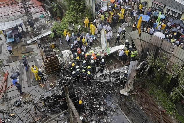 СРОЧНО! В Индии в густонаселенный район города упал пассажирский самолет, много погибших
