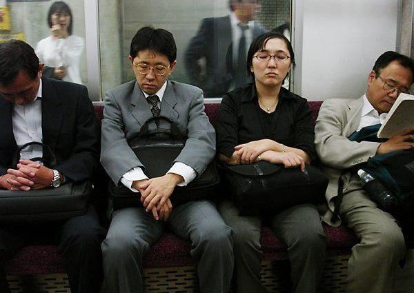 Известна причина численных смертей японцев. Власти пытаются все исправить