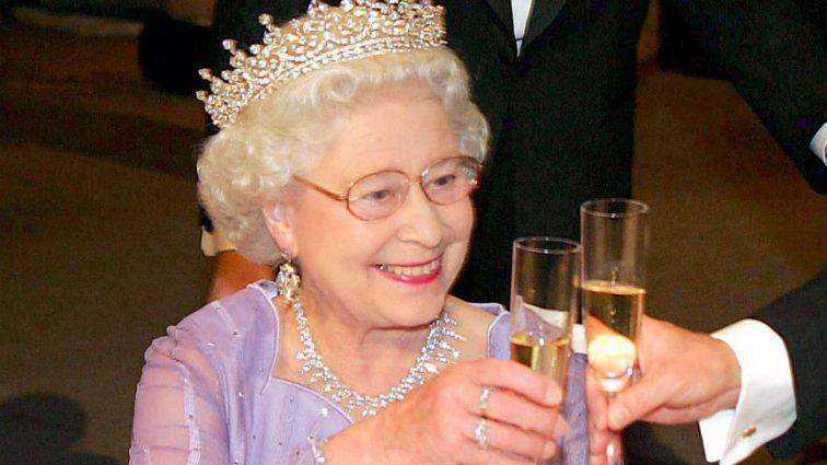 Внезапная болезнь королевы Елизаветы перечеркнула все её планы