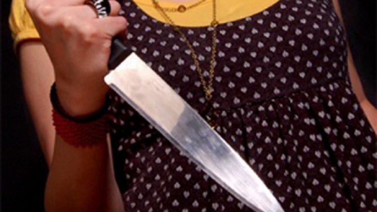 Ударила своего супруга ножом и закопала под сараем