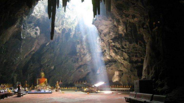 11 футболистов исчезли с главным тренером в пещере Кхао Луанг в Таиланде