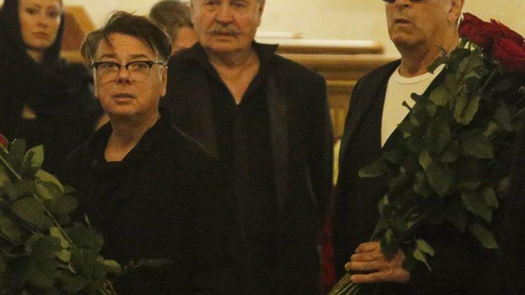 Буйнов, Крутой и Путин, утешающий вдову: Москва со слезами попрощалась с Станиславом Говорухиным