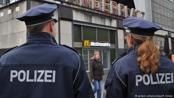 Иностранец напал на группу туристов: узнайте детали