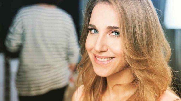 Встала и забыла одеться: Юлия Ковальчук вызвала недоумение на красной дорожке премии «Муз-ТВ»