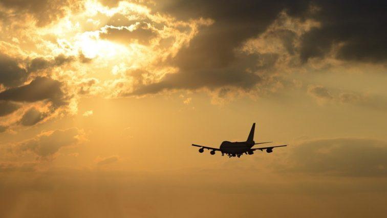 Летел из России в Турцию: У самолета отказал двигатель