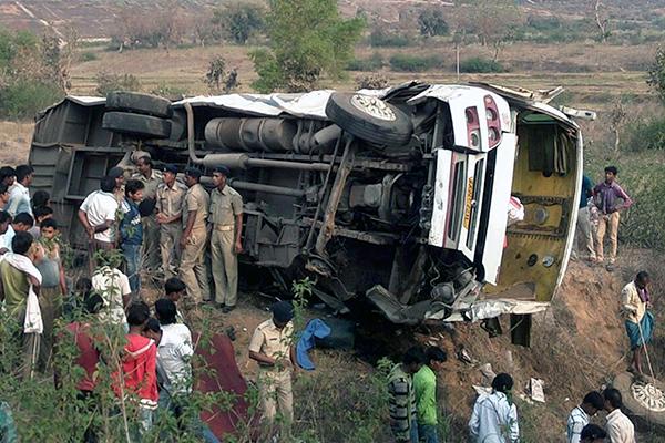 Страшная авария в Индии: погибло более 15-ти человек