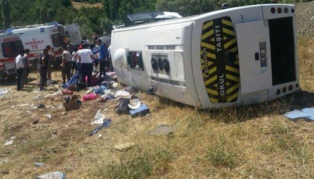 Пассажирский автобус провалился в ущелье: есть погибшие