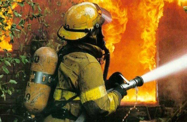 Пламя видно на расстоянии 10 миль: Крупный пожар в Шотландии(ВИДЕО)