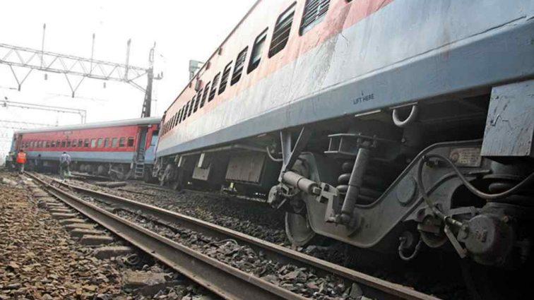 Сошел с рельсов поезд: есть пострадавшие
