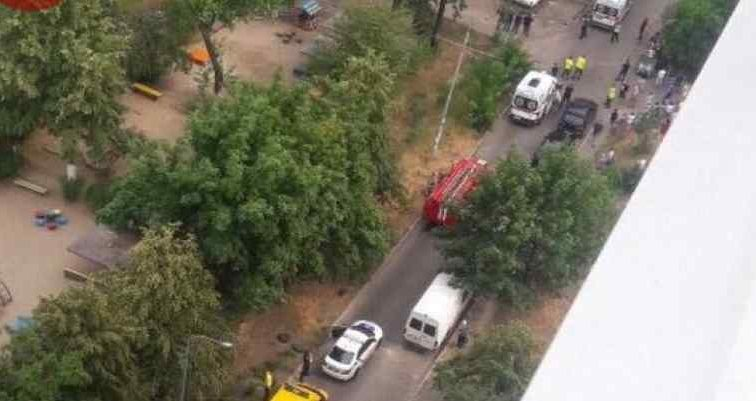 В Киеве неожиданно взорвалось авто: пострадали дети