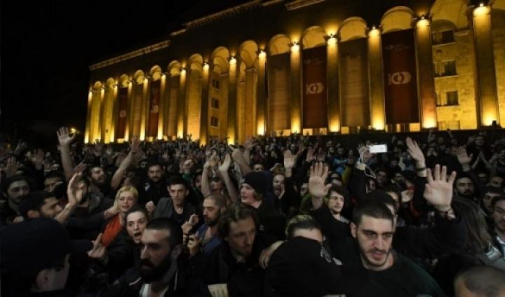 Массовые протесты в Грузии. Народ требует отставки кабинета министров