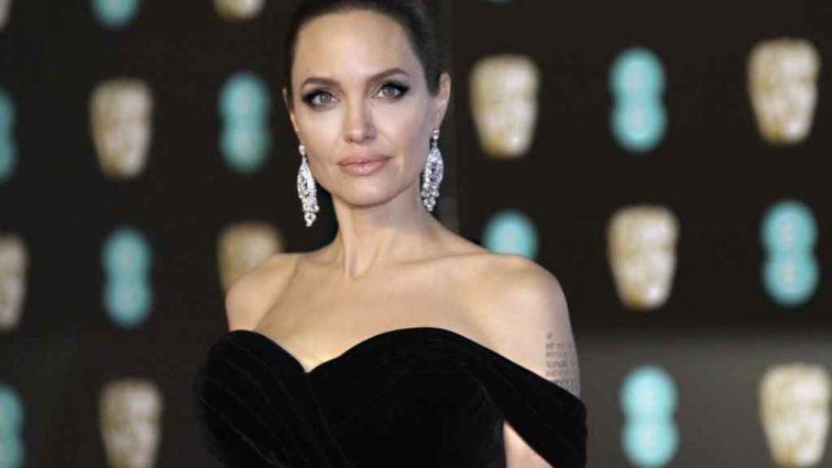 «Истерит и капризничает»: Анджелина Джоли издевается над своими коллегами