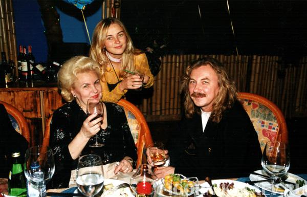 Игорь Николаев показал свою маму. Какая красивая