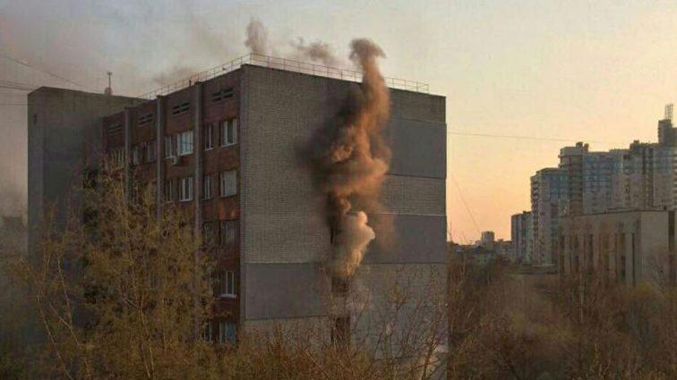 Пожар в Томске: Спасаясь от огня, люди прыгали с 9-го этажа (ВИДЕО)