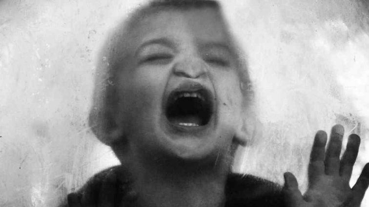 «Ребенок побежал к ней и…»: В России женщина сбила своего 3-летнего сына