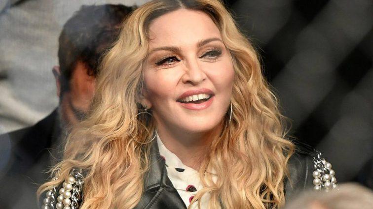 Мадонна выходит замуж за молодого поклонника