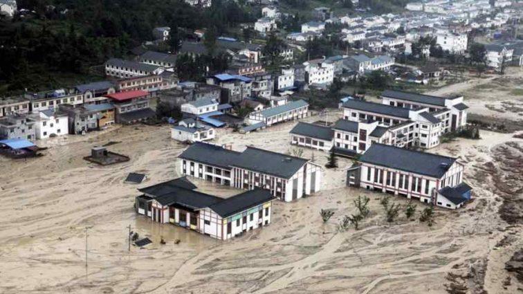 Наводнение в Китае: стихия рушит здания, более 40 тыс. пострадавших