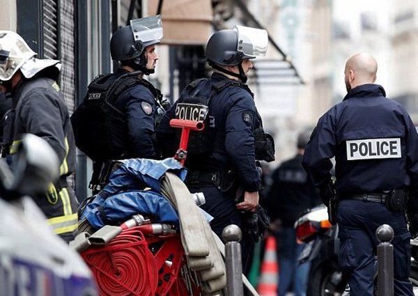 Захватил в заложники беременную женщину: В Париже волна беспорядков