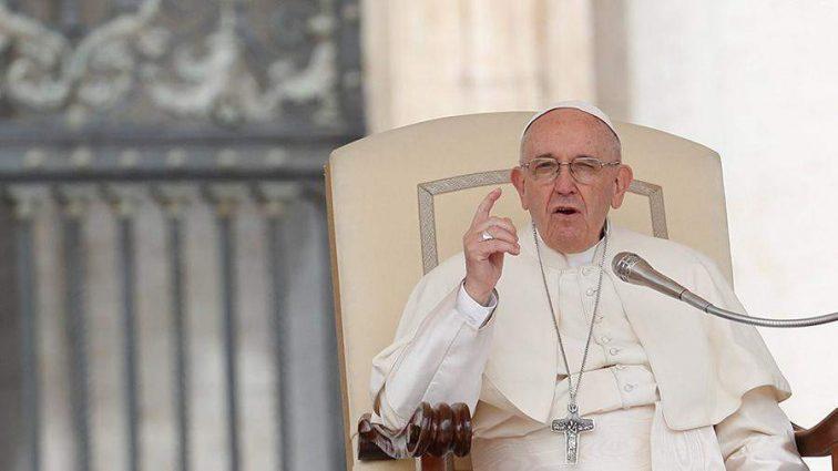 Папа Римский начал массово принимать отставки епископов