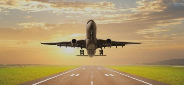 Взлетающий самолет сбил туриста