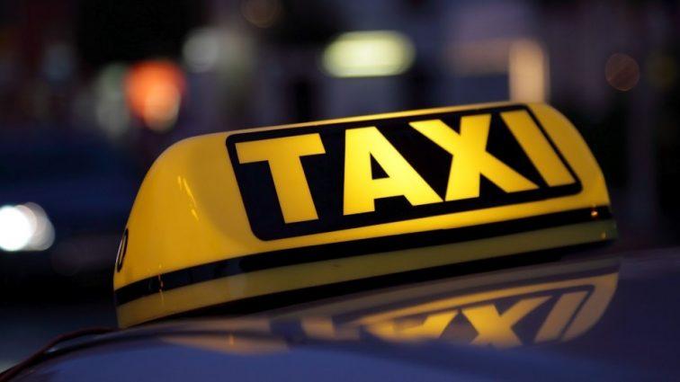 Пьяный таксист протаранил толпу в центре Москвы, есть жертвы