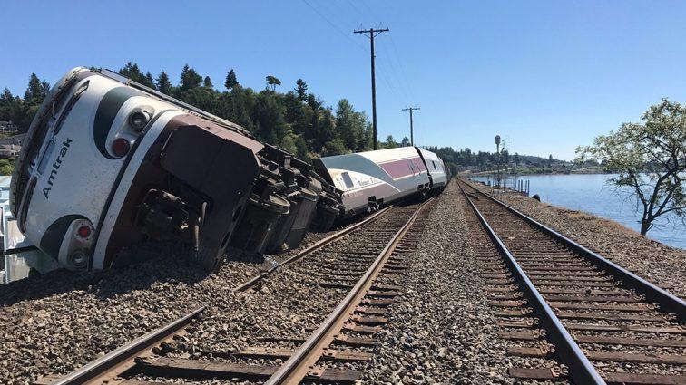 Пассажирский поезд сошел с рельсов: есть жертвы