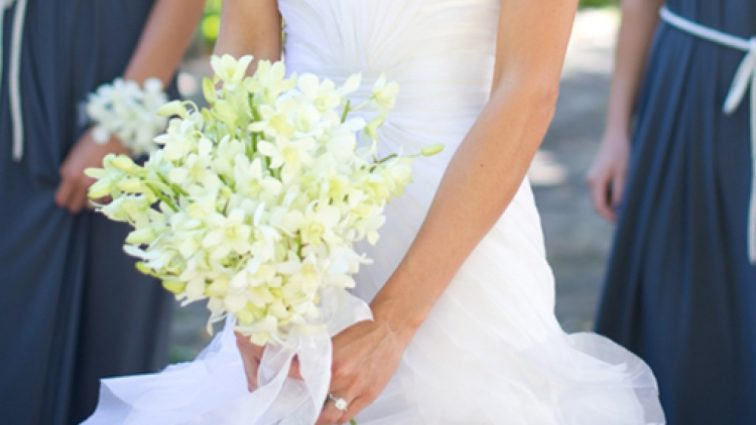 Девушка явилась на свадьбу любовника, скопировав платье невесты
