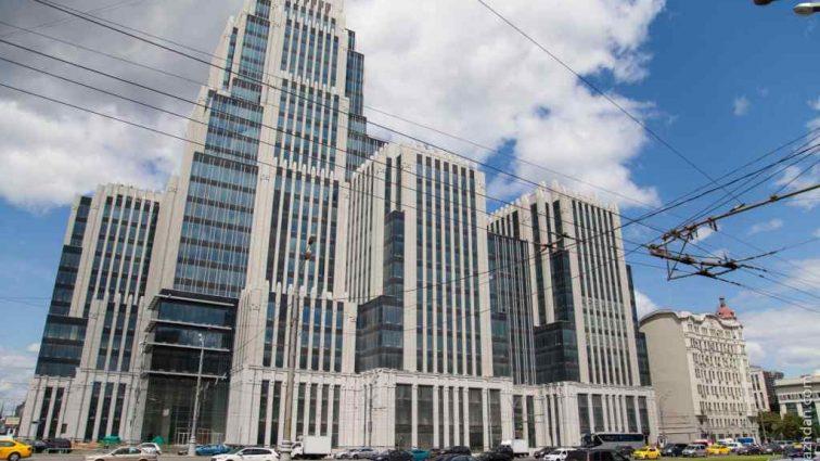 Пролетела 19 этажей:  В Москве под окнами элитной высотки нашли тело звезды популярного реалити-шоу