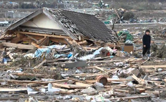 Жуткое землетрясение в Японии, в Сети появились фото