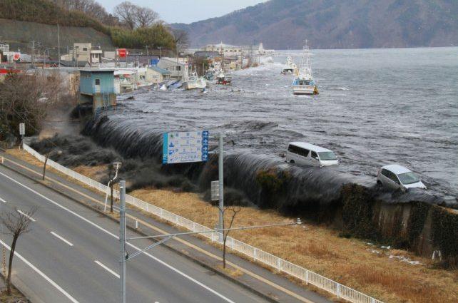 Уже более 80 погибших: В Японии ливни заживо хоронят людей под слоем воды и грязи
