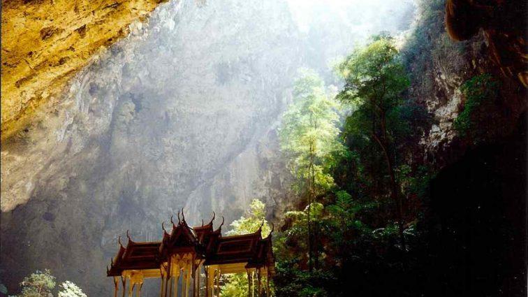 Стали известны подробности спасения футболистов из пещеры Таиланда