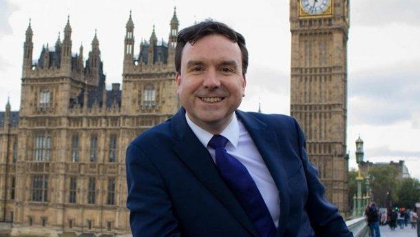 «Мне очень стыдно»: министр подал в отставку из-за неприличного смс