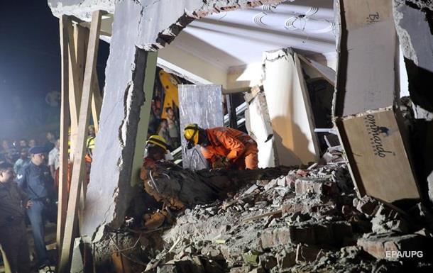 Жуткая трагедия! В Индии рухнул многоэтажный дом: под завалами оказались полсотни человек