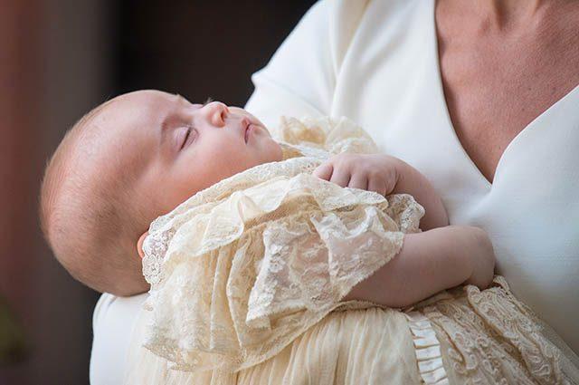 Сестра герцогини Миддлтон восхитила изящным нарядом на крещении принца Луи