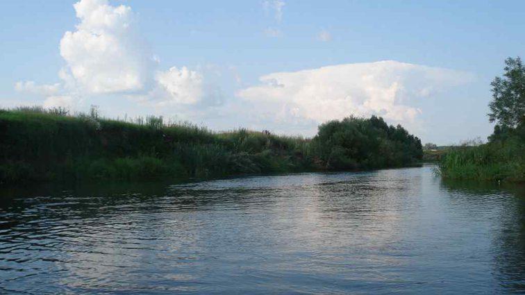 «Надеются на милость природы»: В Башкирии деревня уходит под воду