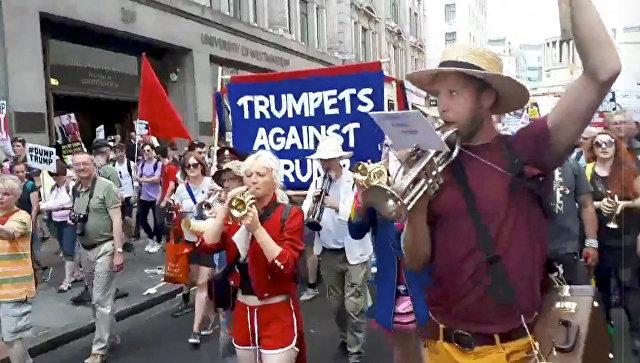 «Ему здесь не рады»: В Лондоне проходит многотысячный митинг противников Трампа