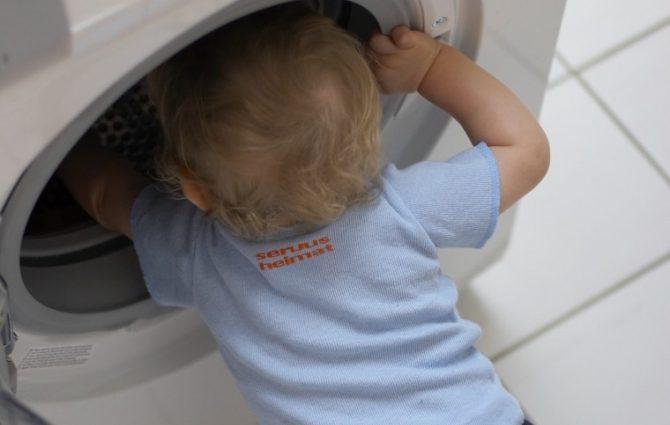 Ребенок, играя в прятки, умер в стиральной машине