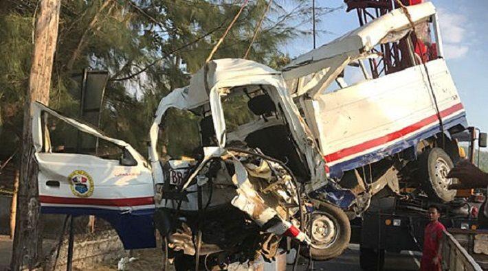 В Непале в результате падения грузовика с горной дороги 20 человек погибли, еще 12 пострадали