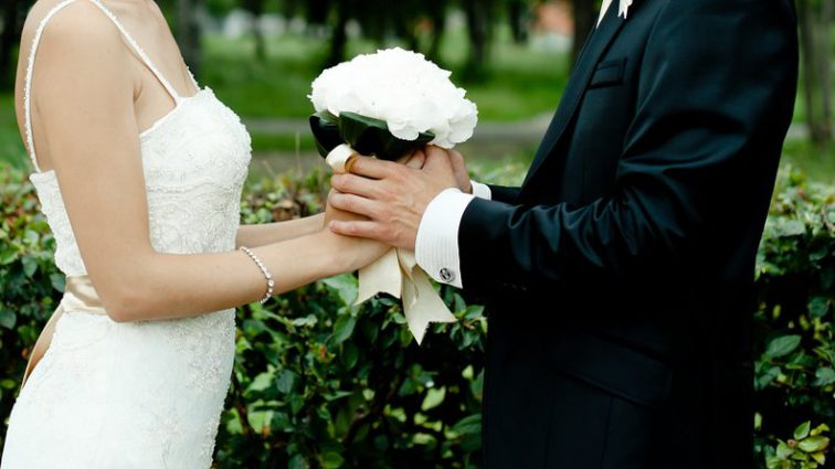 «Тщательно скрывал от прессы»: Известный артист снова женился