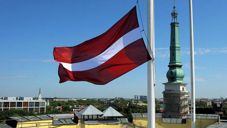 «Зачем нам нужна оборона, если мы вымираем?»: Министр обороны Латвии сделал громкое заявление