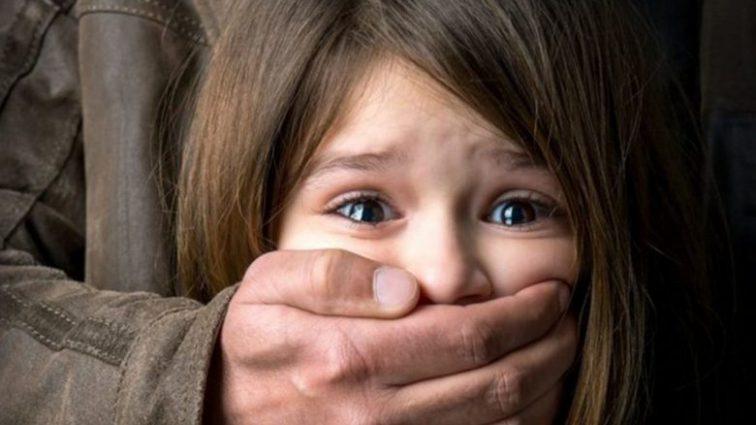Отец насиловал своих дочерей, а их мать молилась, вместо того чтобы обратиться в полицию