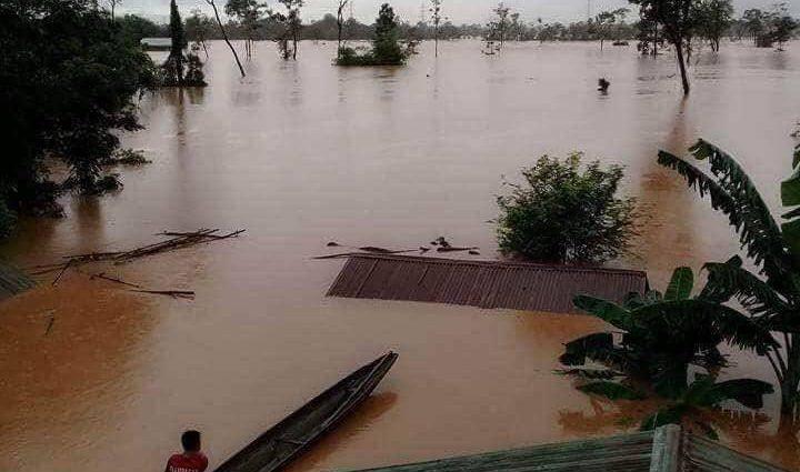 Людей смыло водой: в Лаосе прорвало дамбу, есть много жертв
