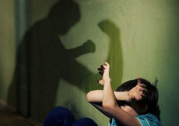 «Руками раздавил голову 3-месячной дочери»: Мужчина жестоко избил своих детей